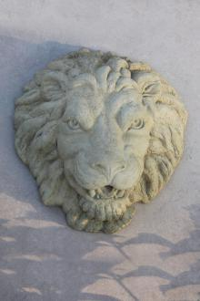 "5744 20"" Lion Plaque- Plumbed"