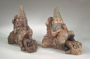 2545 RECLINING GNOME