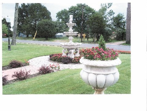 #4 Large Fountain With Planters
